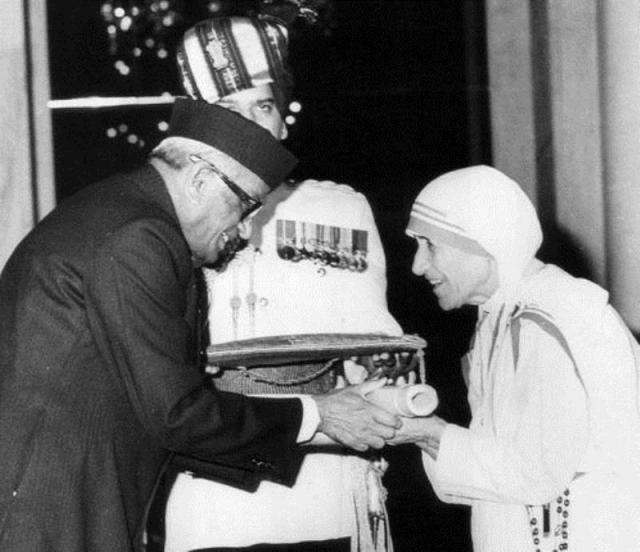मदर टेरेसा के भारत रत्न पर सवाल