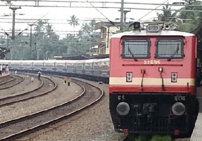 रेलवे ने जनशताब्दी को जब्त होने से बचाया
