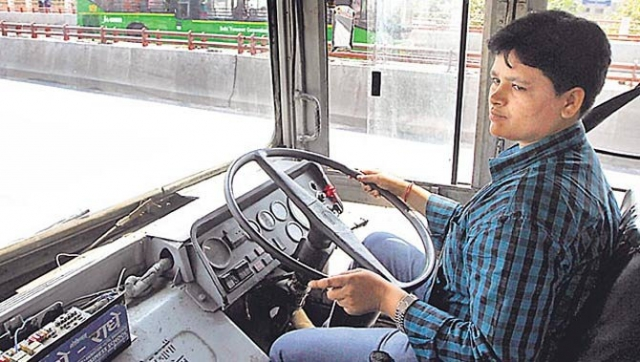 देश की पहली महिला बस चालक बनी सरिता