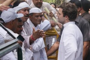 किसानों से मिले राहुल गांधी