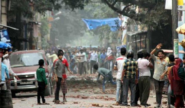 त्रिलोकपुरी में उपद्रव के बाद पुलिस का पहरा