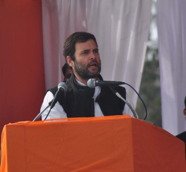 राहुल ने साधा मोदी पर निशाना, कहा : PM को शोभा नहीं देती ऐसी चीजे