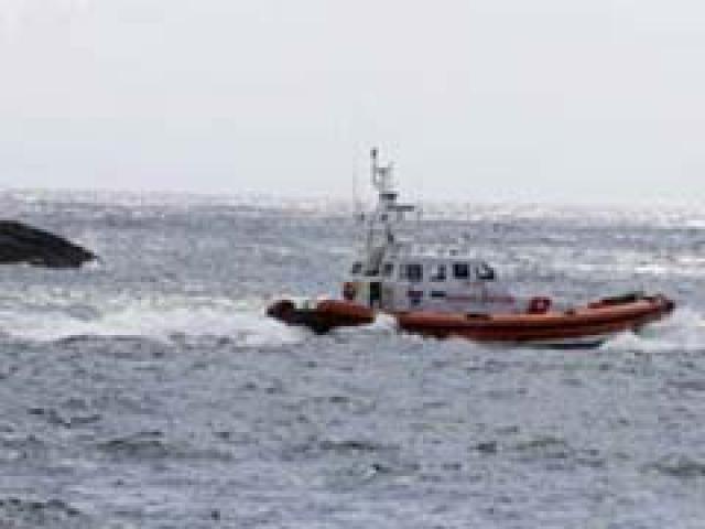 नौसेना ने पोरबंदर में पकड़ी संदिग्ध पाकिस्तान नाव, हजारों करोड़ के नशीले प्रदार्थ बरामद
