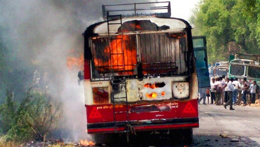 उत्तरप्रदेश में बस में लगी आग, 9 की मौत