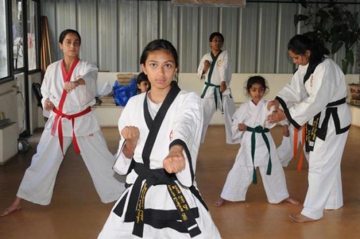 इटावा की छात्राएं मार्शल आर्ट में बनाएंगी विश्व रिकार्ड