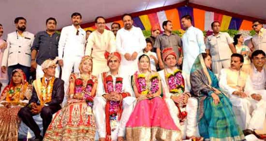 मंत्री ने पेश की मिसाल, बच्चो की शादी सामूहिक विवाह सम्मेलन में करवाई