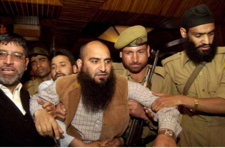 जम्मू-कश्मीर प्रशासन ने मसर्रत के खिलाफ शिकंजा कसा