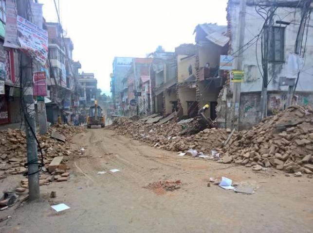 तूफान के बाद बिहार पर पड़ रही बारिश और भूकंप की मार