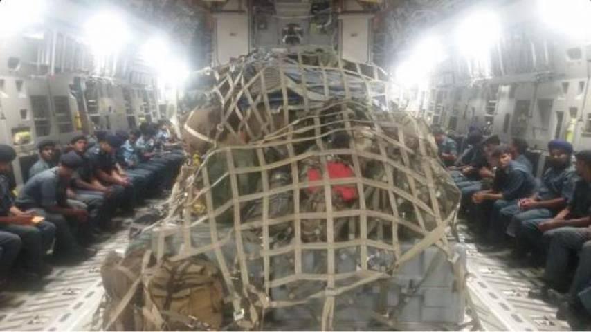 उप्र सरकार ने नेपाल की ओर भेजे राहत सामग्री से लदे ट्रक