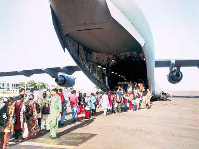 वायु सेना के विमान से लौटे करीब 2,000 भारतीय