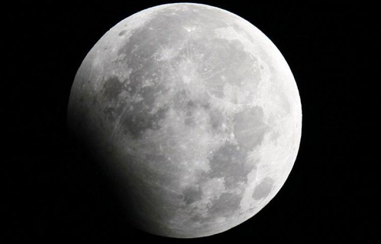 उल्टा  हो गया है चांद, खतरे से खाली नहीं है पानी पीना!