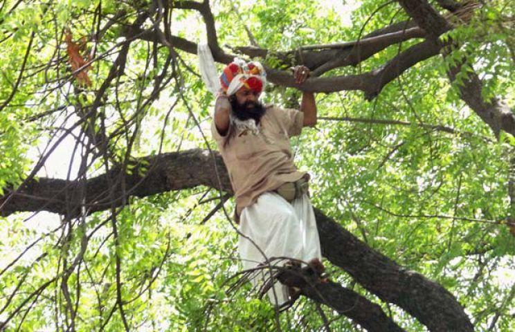 दिल्ली पुलिस ने माना - हादसे में गंवाई गजेंद्र ने जान