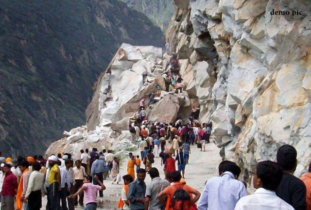 भूस्खलन के बाद बद्रीनाथ जा रहे 3000 श्रद्धालु फंसे
