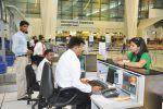 भूकंप पीड़ितों को दिल्ली एयरपोर्ट पर मिल रहा रेल टिकट