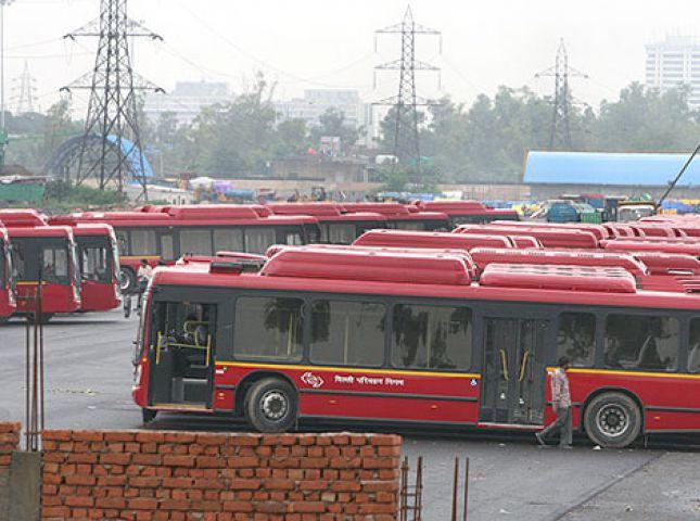 दूसरे दिन भी जारी रही लो फ्लोर बसों की हड़ताल