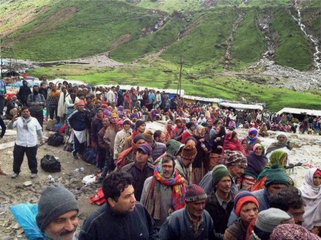 बारिश के बाद भूस्खलन से बद्रीनाथ के रास्ते फंसे 4000 यात्री