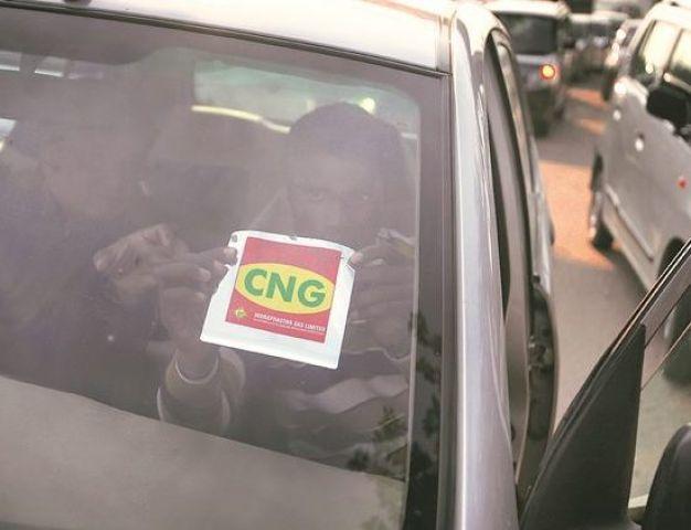सरकार हुई सख्त, अब केवल एक ही स्टेशन पर मिलेगी CNG स्टीकर