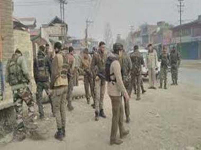 अनंतनाग में CRPF कैंप पर हमला, सेना की वर्दी में घूमते दिखे दो संदिग्ध