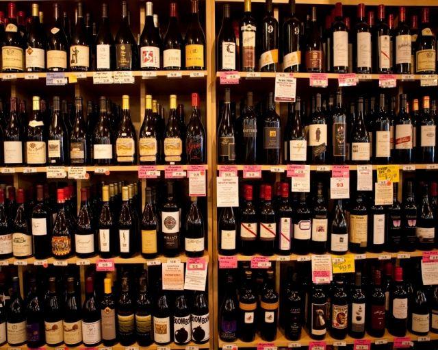 शराब कारोबारी के यहां आयकर का छापा, यूपी में भी टटोला सुराग