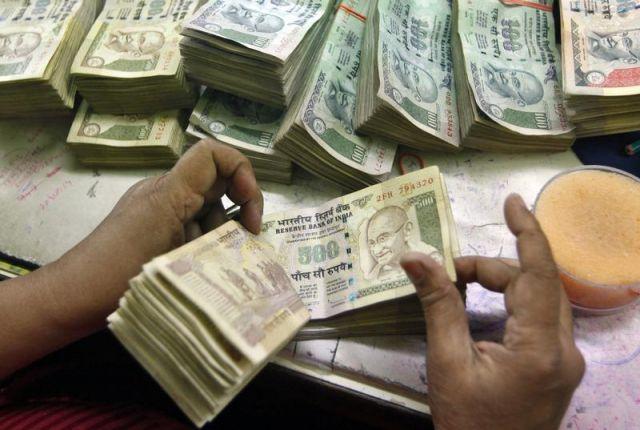 दिल्ली सरकार ने स्कूलों को दी अतिरिक्त फीस वापस करने की चेतावनी
