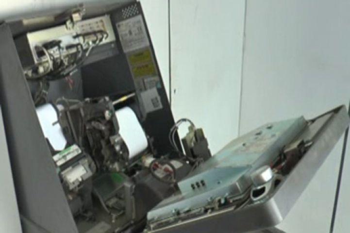 ATM लूटने की कोशिश, पैसे नहीं मिलने पर की तोड़फोड़