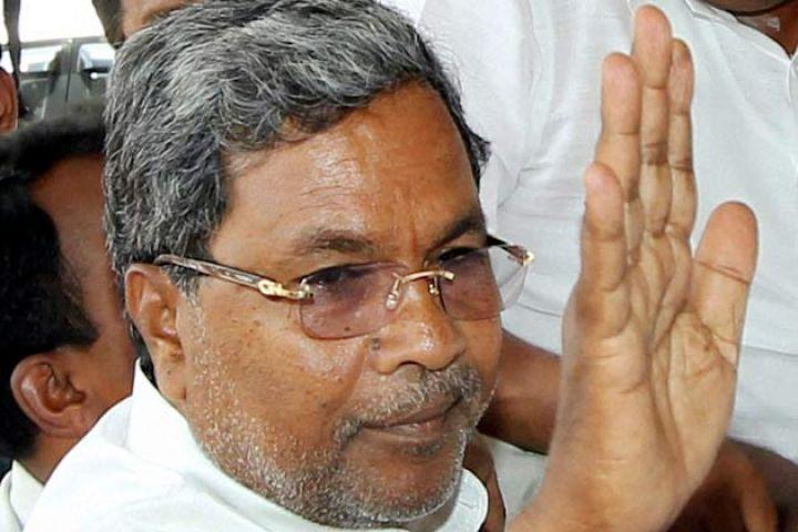 कर्नाटक सीएम ने कमिश्नर को थप्पड़ मारा