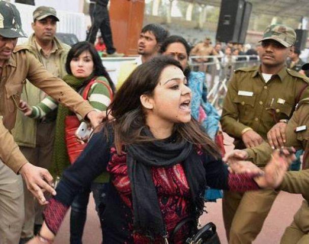 CM पर स्याही फेंकने वाली भावना को पुलिस हिरासत में भेजा