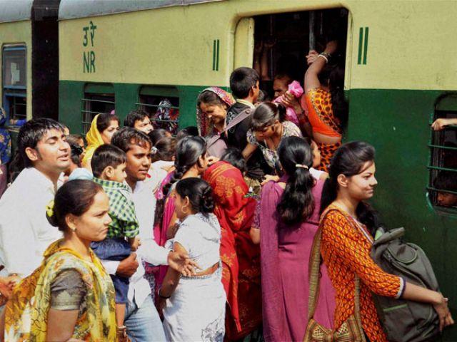 रेलवे की यह हेल्पलाइन ट्रेन में चोरी या छेड़छाड़ होने पर होगी फायदेमंद
