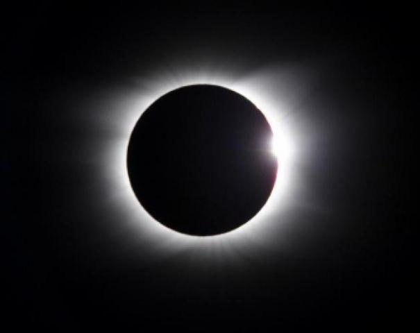 सूर्य, चंद्रमा और पृथ्वी मिलकर दिखाएंगे 5 अद्भुत दृश्य