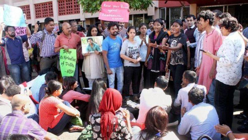 रोहित वेमुला की मौत से जुड़े दस्तावेजों की हो रही है धड़ल्ले से बिक्री