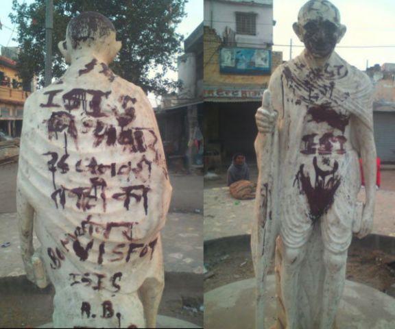 महात्मा गांधी की प्रतिमा पर लिखे ISIS के नारे, दी 26 जनवरी पर उड़ाने की धमकी