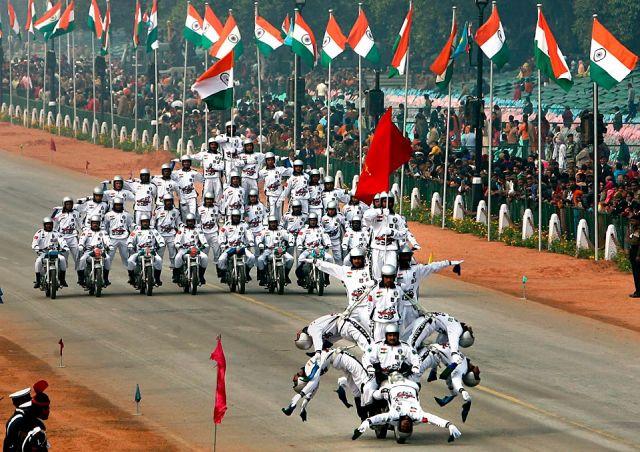 भारत ने दुनिया को दिखाई अपनी ताकत,120 महिलाओं की डेयडेविल्स टीम ने की परेड
