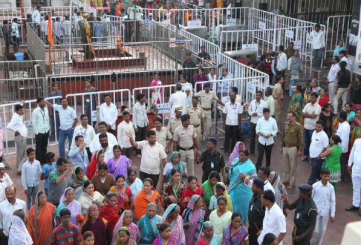 शनि शिंगणापुर मंदिर विवाद :  CM फडनवीस बोले भेदभाव हमारी संस्कृति नहीं,