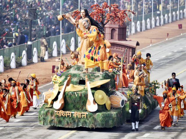 दिल्ली की परेड में पश्चिम बंगाल की झांकी ने मारी बाजी