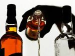 लोगों को शराब का आदि बनाना चाहती है UP सरकार
