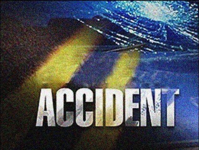 ट्रक घर पर गिरा, 5 लोगों की मौत