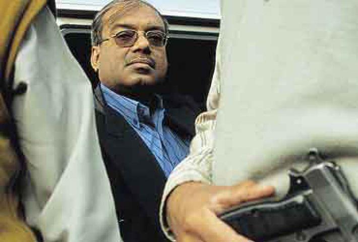 हत्या की साजिश में IAS अधिकारी गिरफ्तार