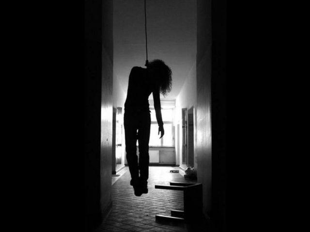 प्रेमी संग पहुंची युवती ने की होटल में आत्महत्या