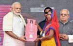 मोदी ने उज्वला योजना की बलिया से शुरुआत,होंगे देश के 5 करोड़ परिवार लाभान्वित