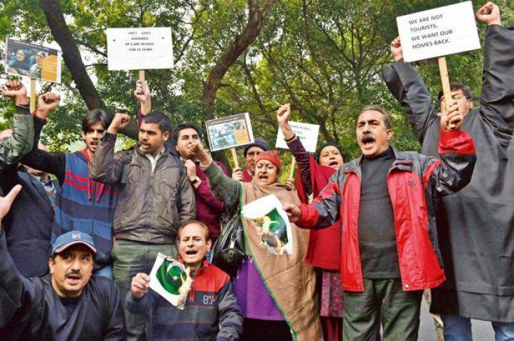 कश्मीर में वापस बसाने को लेकर कश्मीरी पंडितों ने किया प्रदर्शन