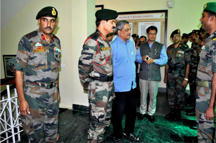 पर्रिकर ने की असम में आतंकरोधी अभियानों की समीक्षा