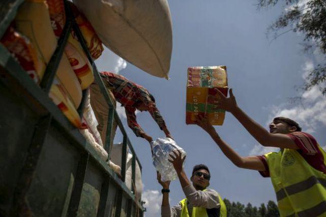 जयपुर से नेपाल भेजी जा रही राहत सामग्री