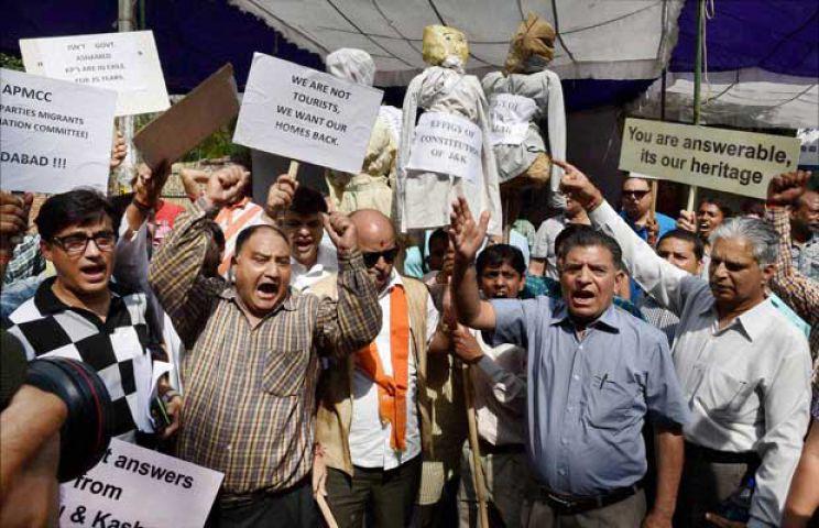 सुनिश्चित हो घाटी में कश्मीरी पंडितों की पुर्नबसाहट की बात