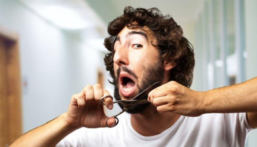 दाढ़ी काटने के कारण मचा बवाल