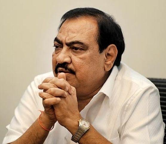दाउद के साथ फोन पर बात करने के बाद अब जमीन घोटाले में फंसे BJP मंत्री