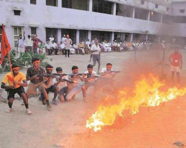 फैजाबाद के बाद अब नोएडा में भी बजरंग दल ने शुरु किया प्रशिक्षण शिविर