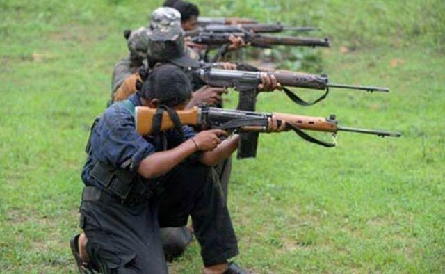 40 नक्सलियों ने पुलिस के सामने हथियार डाले