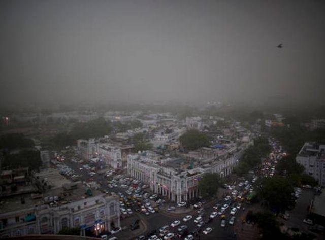 दिल्ली-एनसीआर में धूल भरी आंधी, कई जगहों पर बारिश