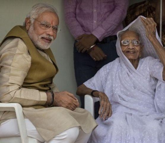 PM नरेंद्र मोदी की मां को मिला नारी जागरण सम्मान