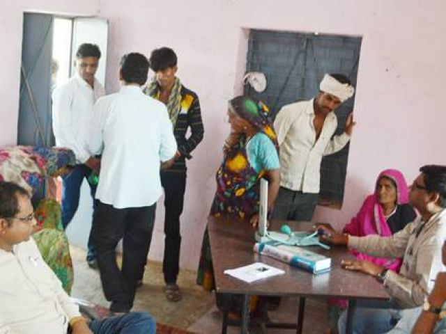 दूषित पानी पीने से एक ही गांव के 105 लोग बीमार